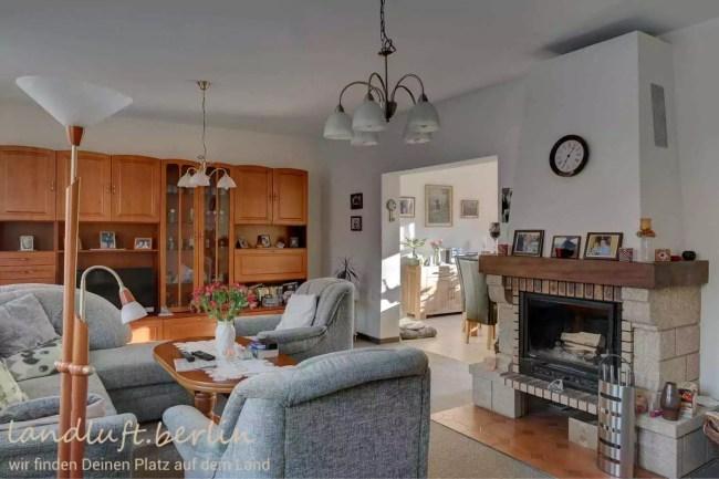 Wohnzimmer mit Kamin im Bauernhaus
