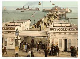 640px-The_pier,_Clacton-on-Sea,_England-LCCN2002696554.jpg