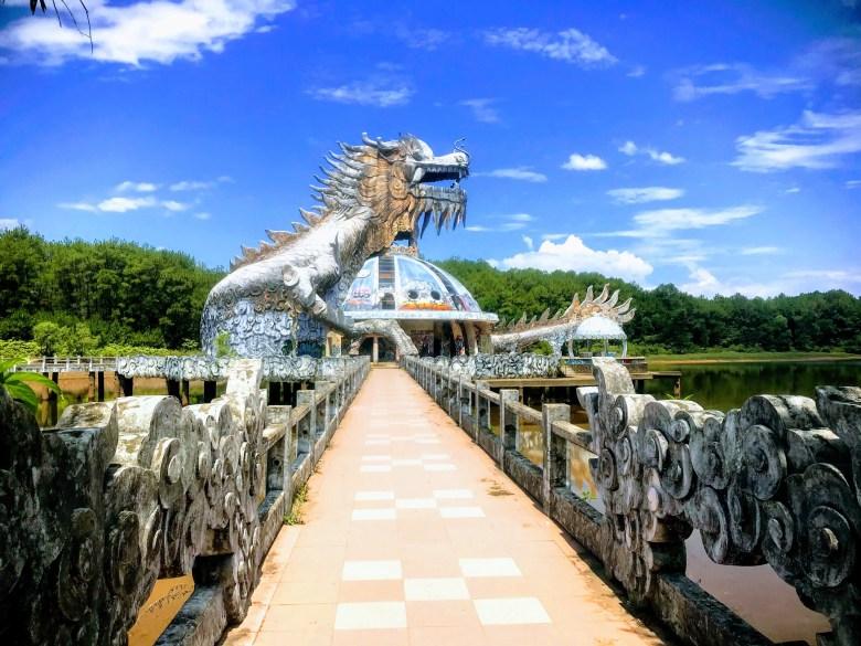 Dragon at Thuy Tien abandoned water park, Hue