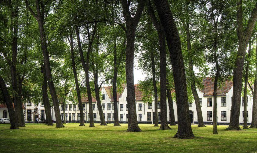 An image of the peaceful ten Wijngaerde in Bruges