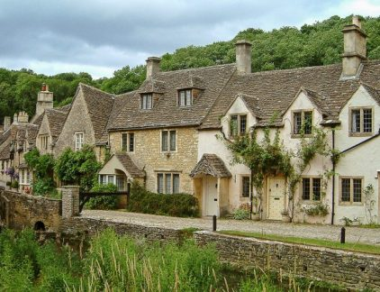 An image of the sleepy village of castle combe