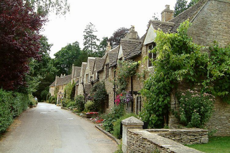 An image of a street in castle combe