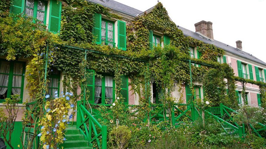 An image of a mansion in Giverny