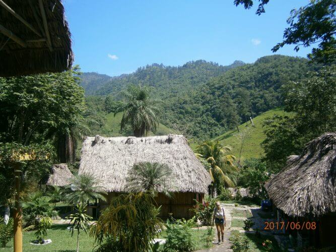 AN image showing the El Retiro residence in Lanquin