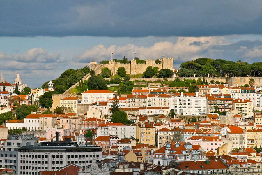 Castelo de Sao Jorge atop Lisbon