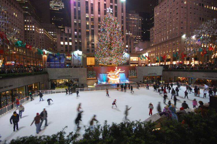 The skaiting rink and christmas tree in the Rockefeller centre in new york