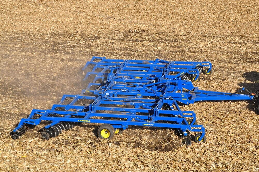 6200 Tandem Disc Harrow - Landoll - Farm Equipment