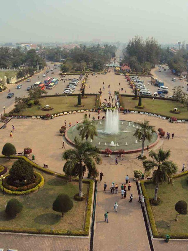 Aussicht auf den Platz unter dem Patoxai