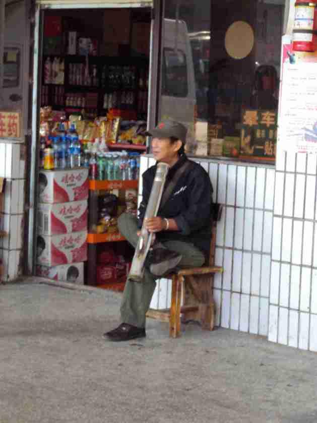 Musiker am Busbahnhof in Jinghong