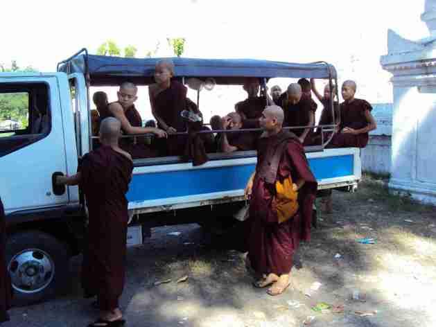 Mönche und Samaneras