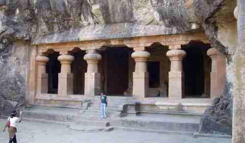 Eingang zu den Höhlen von Elephanta