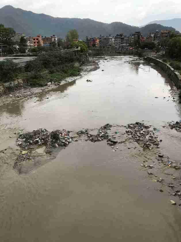Verdreckter Fluss