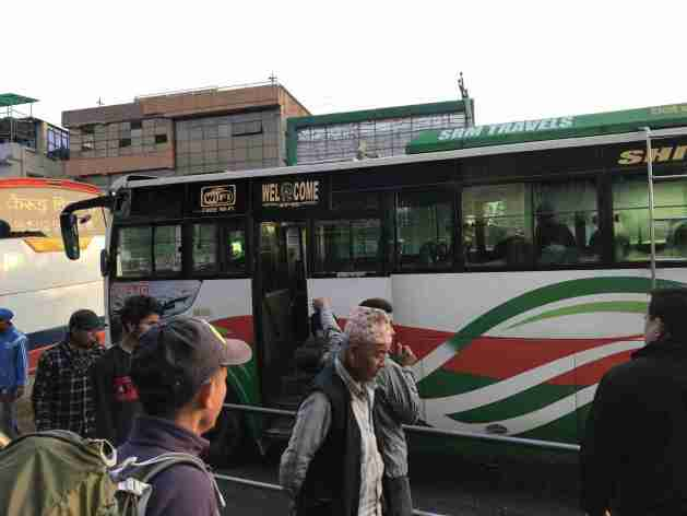 Mein Bus nach Syabrubesi