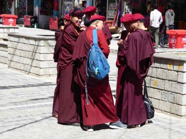 fröhliche Mönche