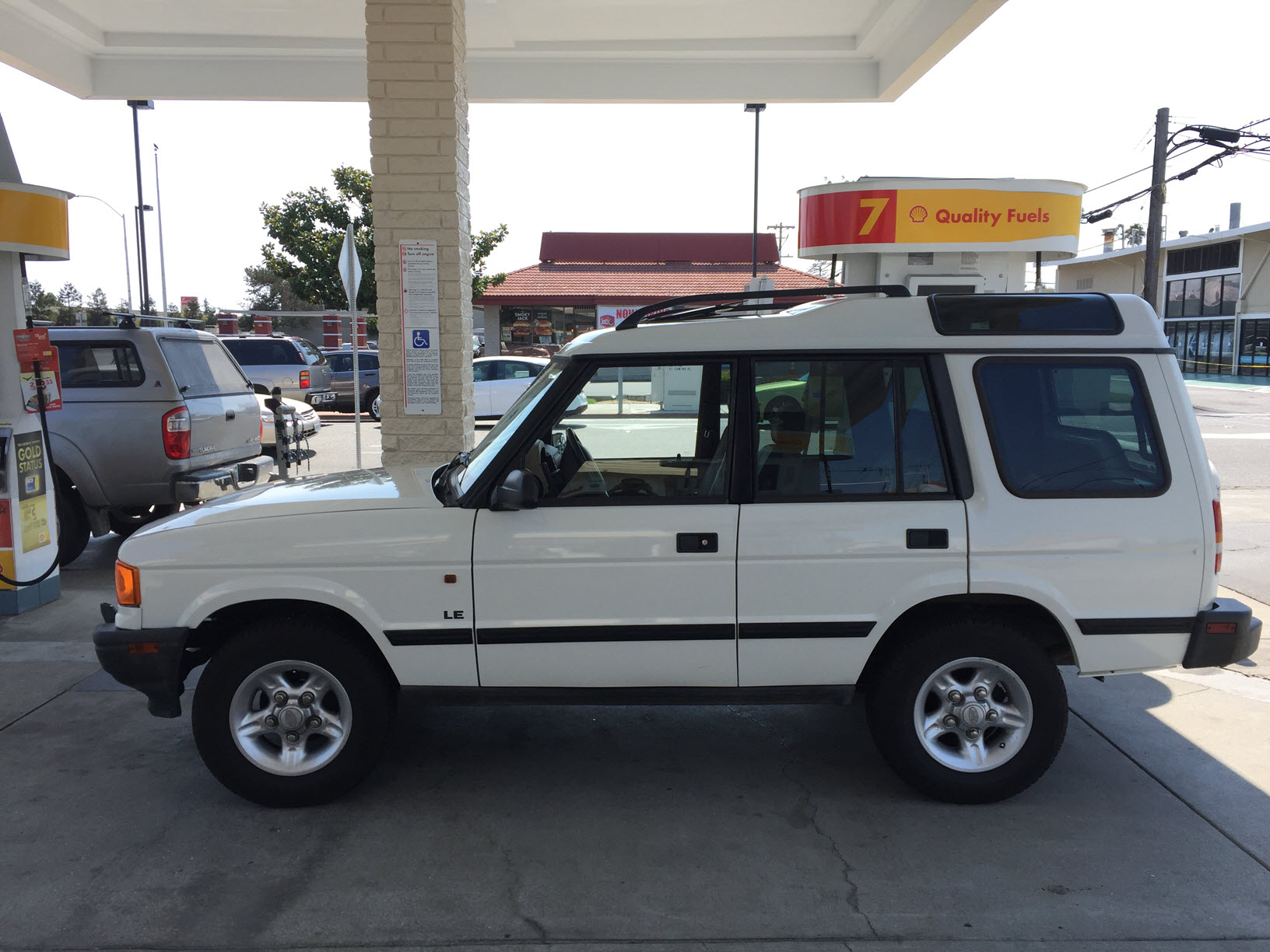 hight resolution of 1998 discovery 1 le white on beige shell gas jpg