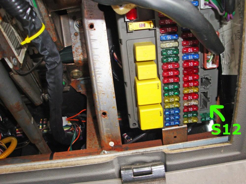 medium resolution of land rover defender td5 fuse box location