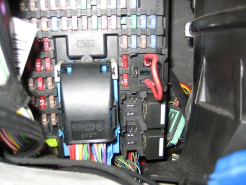 small resolution of  fuse box and remove cover radio nav issue land rover forums land rover enthusiast forumradio nav issue lr3 cjb relay r1