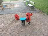 Lekplatsen innehöll bland annat denna nyrenoverade hund,