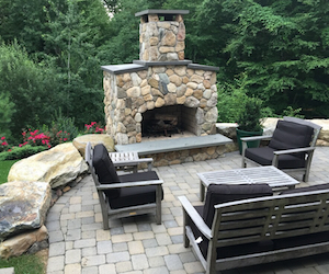 Firepit & Outdoor Kitchen