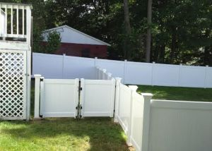 8 ft. Vinyl Fencing in Simsbury