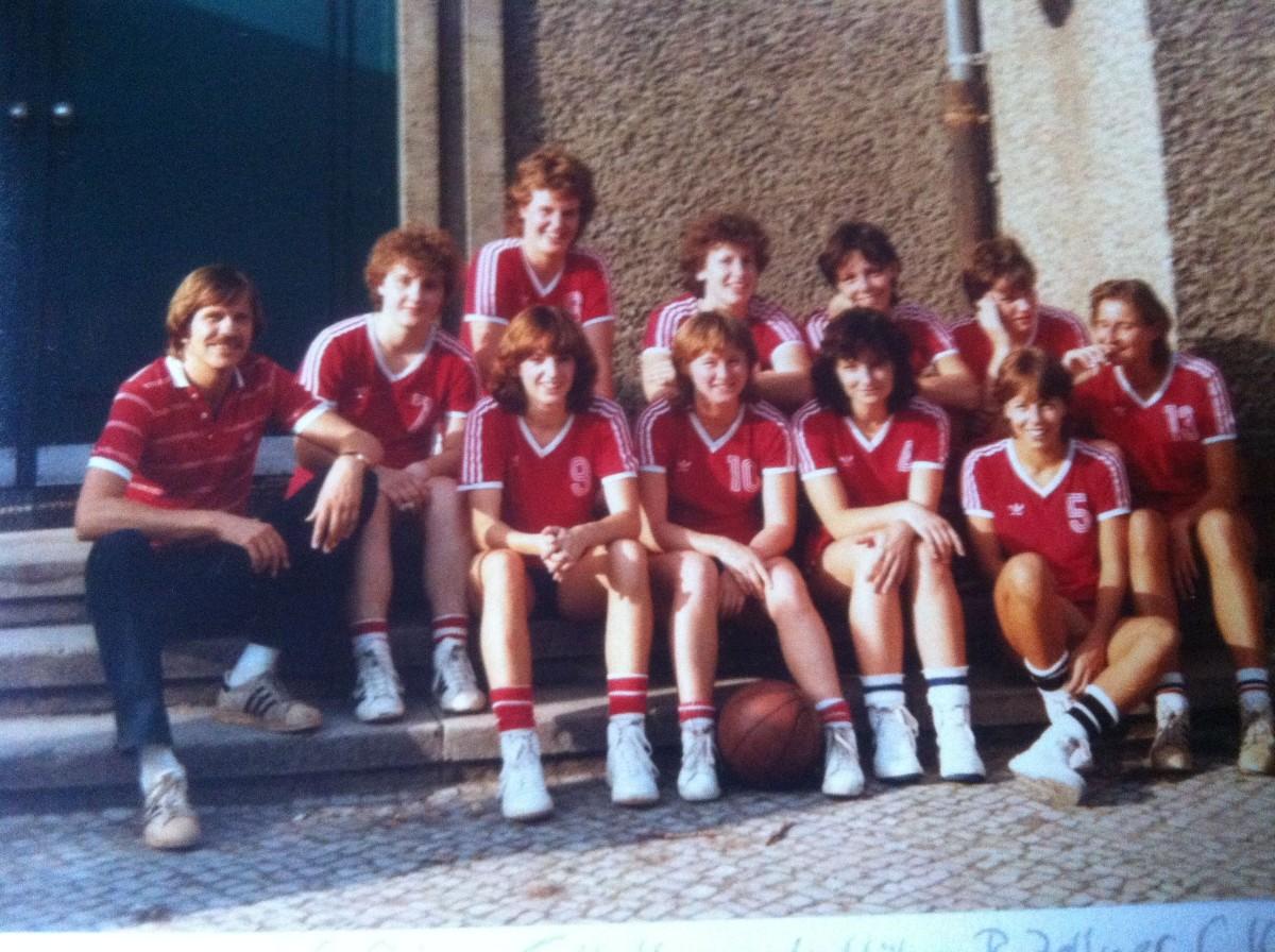 17.-Saison82-83Damen-1-beim-Turnier-in-Berlin-full