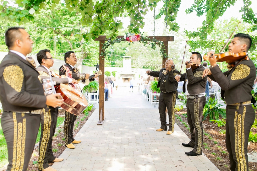 Fuschia_Coral_Peach_Flowers_Mariachi_Band_The_Venue_Chattanooga_Latin_Wedding_Lang_Floral_Designs