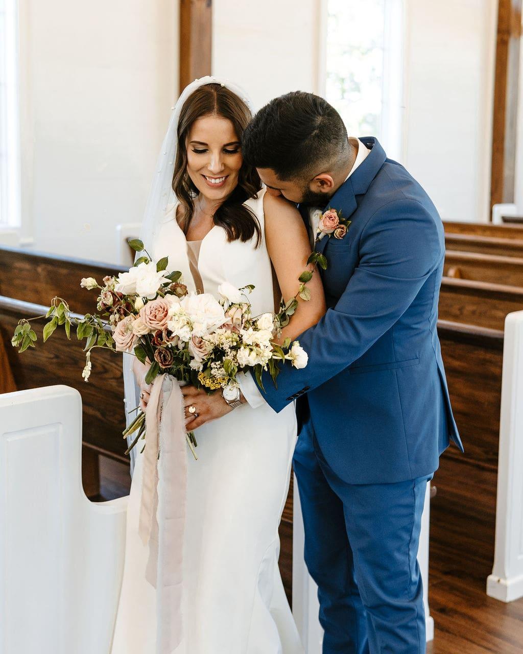 Organic Bouquet, Chapel Wedding, Chattanooga Wedding Florist, Chattanooga Wedding Coordinator, Lang Floral Designs