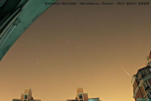 Hujan meteor Orionid terlihat di langit Shanghai, Cina. kredit: Jefferson Teng