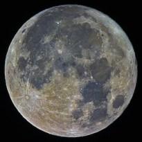Bulan Purnama menjelang titik Perigee Lokasi : Lampung ; Kredit : Jeff Teng