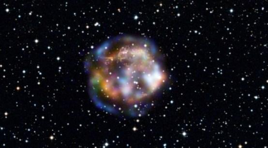 Cassiopeia A, sisa supernova yang berada 11000 tahun cahaya jauhnya. Kredit : NASA/JPL-Caltech/DSS