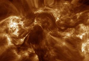 Gambar 1. Snapshot kepangan magnetik di korona Matahari berdasarkan observasi Hi-C. Sumber : NASA, 2013.