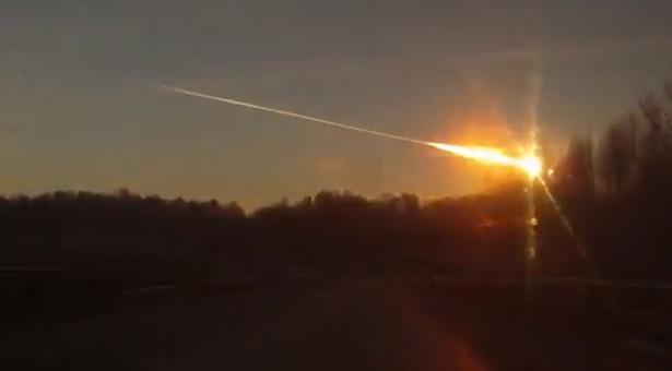 Arah datang meteor di Rusia. Kredit:  YouTube/??????? ?????????