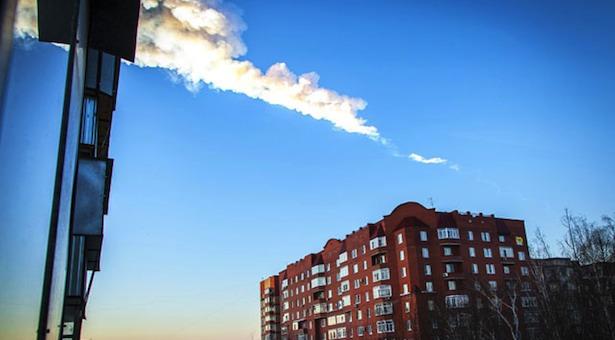 lintasan meteor di atas Rusia. Kredit: AFP Photo / Oleg Kargopolov