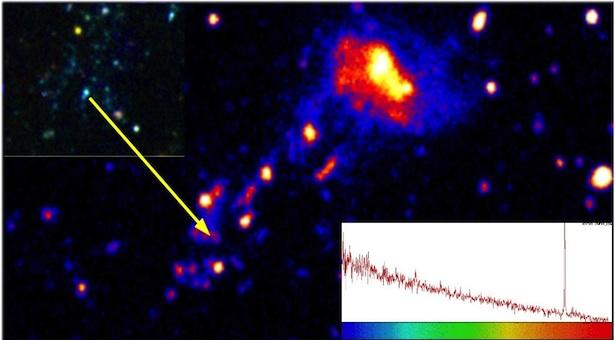Galaksi IC 3418 yang jatuh ke gugus Virgo. bergerak dengan kecepatan tinggi menyisakan jejak gas dingin. Kredit: NAOJ, CFHT, GALEX, Y. Ohyama & A. Hota