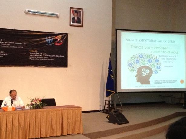 Kuliah umum daro Prof. Bambang Hidayat saat ISYA 2013. Kredit : langitselatan