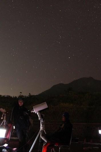 Kegiatan pengamatan malam di ISYA 2013. Sumber foto: Saptari Rachman (Panitia LAPAN)