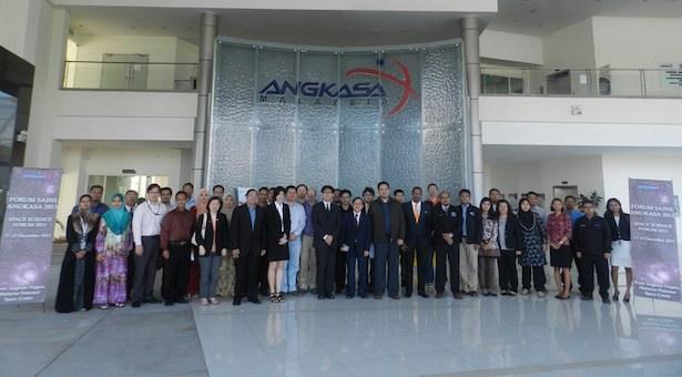 Foto bersama peserta SEAAN ke-5 di kantor ANGKASA, Banting Malaysia.