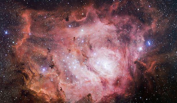 Foto baru Nebula Laguna, awan raksasa berupa gas dan debu. Kredit: ESO/VPHAS dan tim.