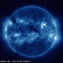 Flare Matahari kelas M9 di AR2017. Kredit: SDO