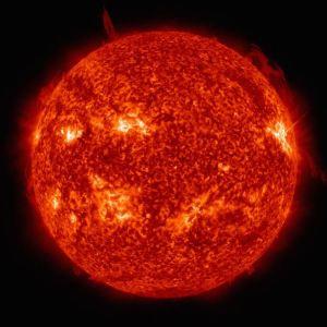 Di bagian dalam Matahari (dan juga bintang lain) berlangsung rangkaian reaksi pembakaran hidrogen. Saat ini Matahari baru menjalani 4,5 milyar tahun dari total 12 milyar tahun waktu pembakaran inti hidrogen menjadi helium. Kredit: SDO