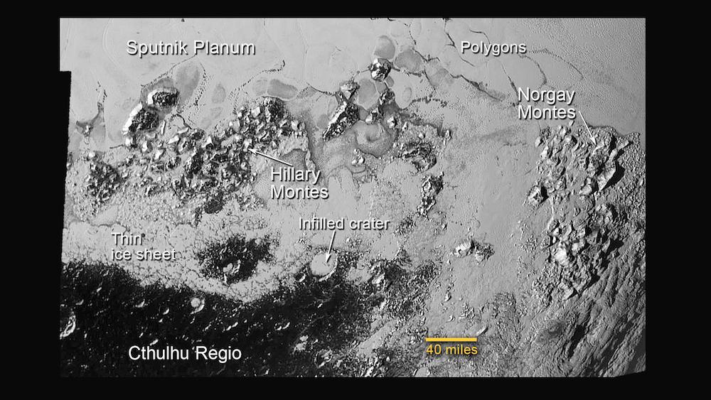 Daerah padat kawah di bagian selatan Sputnik Planum. Kredit: NASA/JHUAPL/SwRI