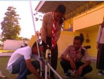 Penjelasan tentang roket air kepada MAN Siri Sori Islam dan SMA Kristen Saparua. Kredit: Aldino A. Baskoro