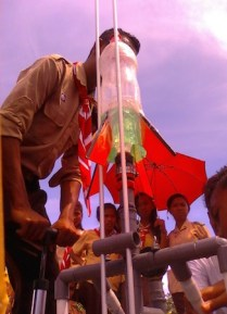 Kegiatan roket air di Saparua. Kredit: Aldino A. Baskoro