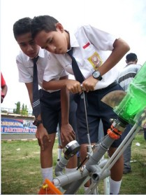 Foto 8. Sesi peluncuran di lakukan di Lapangan Merdeka. Kredit: Aldino A. Baskoro