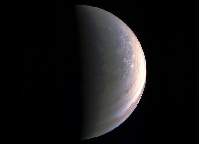 Kutub Utara Jupiter. Kredit: Juno / NASA