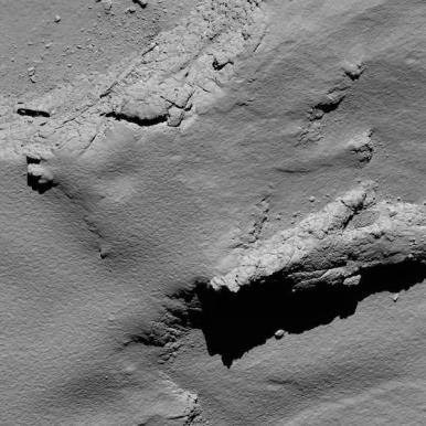 Dari ketinggian 5,7 km. Kredit: ESA/Rosetta/MPS for OSIRIS Team MPS/UPD/LAM/IAA/SSO/INTA/UPM/DASP/IDA