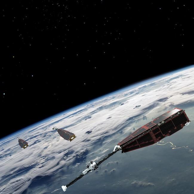 Satelit SWARM yang mengorbit Bumi untuk mengukur medan magnet Bumi. Kredit: ESA/AOES Medialab