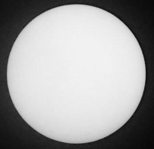 Matahari tanpa bintik tanggal 19 November 2016. Kredit: Avivah Yamani / langitselatan