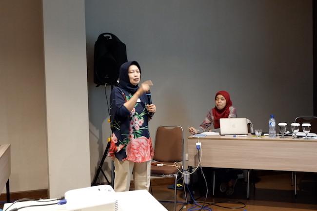 Presentasi Ibu Sofi dari Pusat Konservasi Tumbuhan Kebun Raya tentang BUnga Raflesia. Kredit: langitselatan
