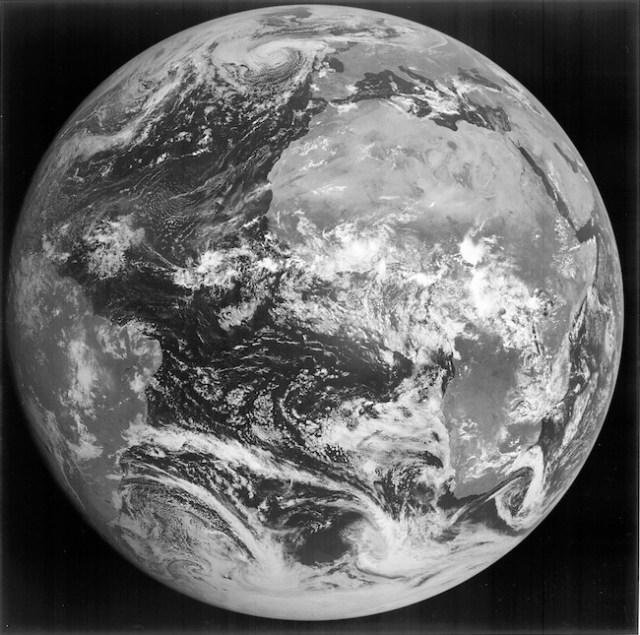 Foto terakhir yang diambil satelit Meteosat-7 sebelum menuju ke tempat peristirahatan terakhirnya di Orbit Pembuangan. Kredit: EUMETSAT